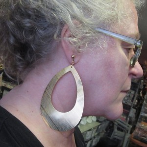 accessories_earrings_biggoldhoop