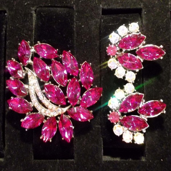 Broach and Earrings Pink