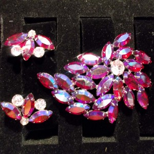 Broach and Earrings Pink Multi